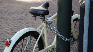 cadenas de bicyclette 300x169 - Débutant en conduite de bicyclette : ce qu'il faut savoir