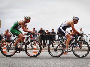 compétition 300x221 - Guide: à la découverte des plus grands tours cyclistes du monde