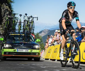 course cycliste tur de france 300x249 - Guide: à la découverte des plus grands tours cyclistes du monde